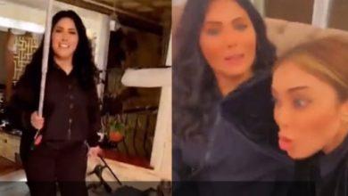 صورة بالفيديو.. شاهد اشتباك وشد شعر وتشابك بالأيدي بين فنانتين خليجيتين