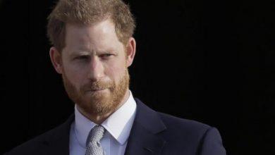 صورة هندية تطالب بالقبض على الأمير هاري «لمخالفته وعده بالزواج منها»