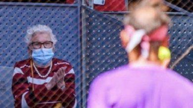 صورة نادال يستجيب لرغبة سيدة مسنة رغم خروجه من بطولة مدريد